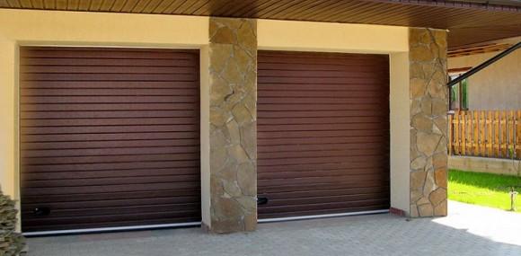 Установленные рулонные ворота для двух гаражей